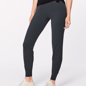 Black lululemon back in action joggers